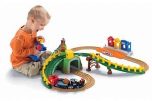 Детская игрушечная железная дорога одна из самых популярных игрушек в мире