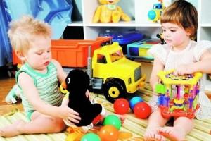 Играя, ребенок познает себя как индивидуальность.