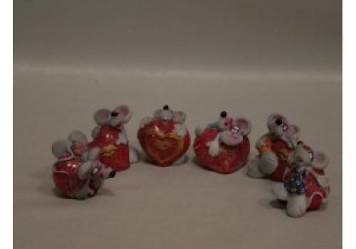 Мышка на сердце прикольная 1405